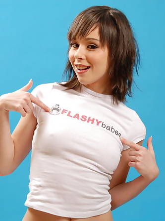 Flashy Babes - XXXImages
